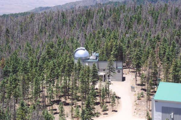 Vatican Advanced Technology Telescope (VATT) – nowoczesny teleskop Watykańskiego Obserwatorium Astronomicznego (fot. Wikipedia)