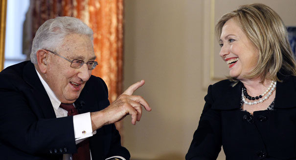 130502_kissinger_clinton_ap