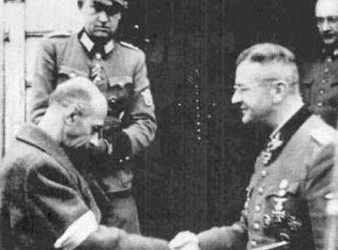 """Tadeusz """"Bór"""" Komorowski po spotkaniu z SS-Obergrupenführerem Erichem von dem Bach-Zelewskim w jego kwaterze w Ożarowie Mazowieckim 4.10.1944 r."""
