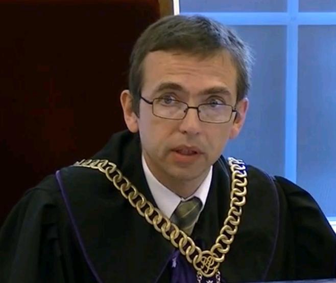 Prześladowca więźnia politycznego Grzegorza Brauna - sędzia Krzysztof KORZENIEWSKI