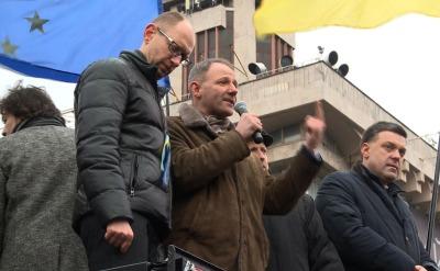 Europoseł Platformy Obywatelskiej Jacek Protasiewicz na Majdanie obok czciciela Stepana Bandery - Ołeha Tiahnyboka