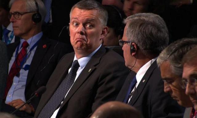 Siemoniak i stronnictwo prezydenta ma takie zaufanie w NATO, że o strategicznych decyzjach z Polską w roli głównej dowiaduje się dopiero w momencie ich ogłoszenia