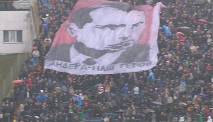 Zbrodniarz wojenny Stepan Bandera - bohater masowej wyobraźni Ukraińców