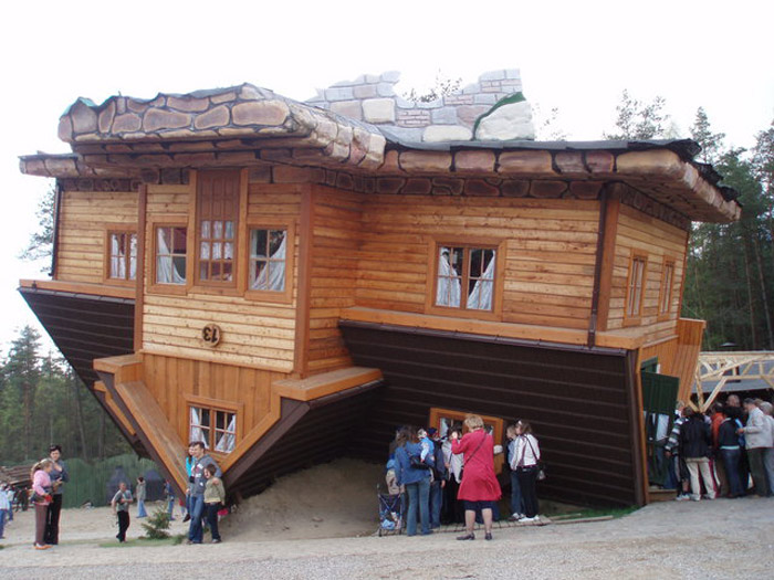 Upside-down-house-Poland