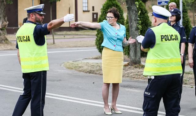 Premier Ewa Kopacz pozuje do memów. Legionowo, 8.07.2015 r.