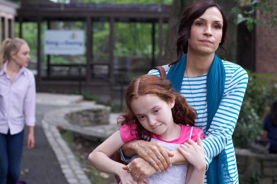 "Famke Janssen i Taylor Richardson w filmie ""Jack of the Red Hearts"" (2015), reż. Janet Grillo (fot. nytimes.com)"